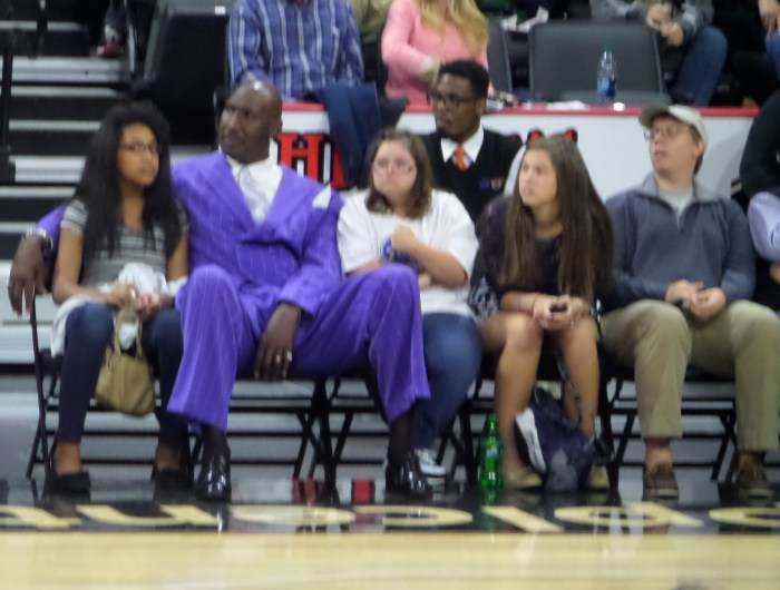Darryl Dawkins and Family, Court-side. Photo: @Kram209