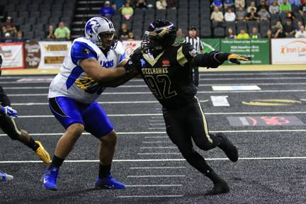 Larry Ford rushing the passer.  Photo: SteelHawks