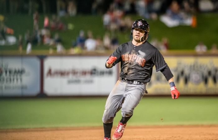 Alonso rounds third after ball dropped in right field