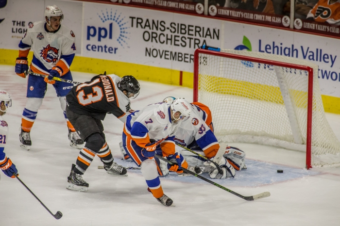 McDonald scores out in front. Photo: Cheryl Pursell